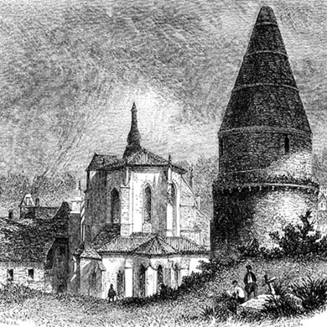 La lanterne des morts derrière l'église de Sarlat